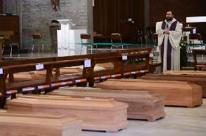 Rekor Harian Terburuk, Italia Catat Hampir 1000 Kematian Covid-19