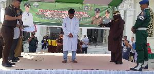 Langgar Qanun Syariat Islam, Pria Non Muslim Dicambuk di Bireuen