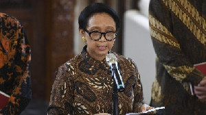 Pemerintah Resmi Hentikan Sementara Kunjungan dan Transit WNA ke Indonesia
