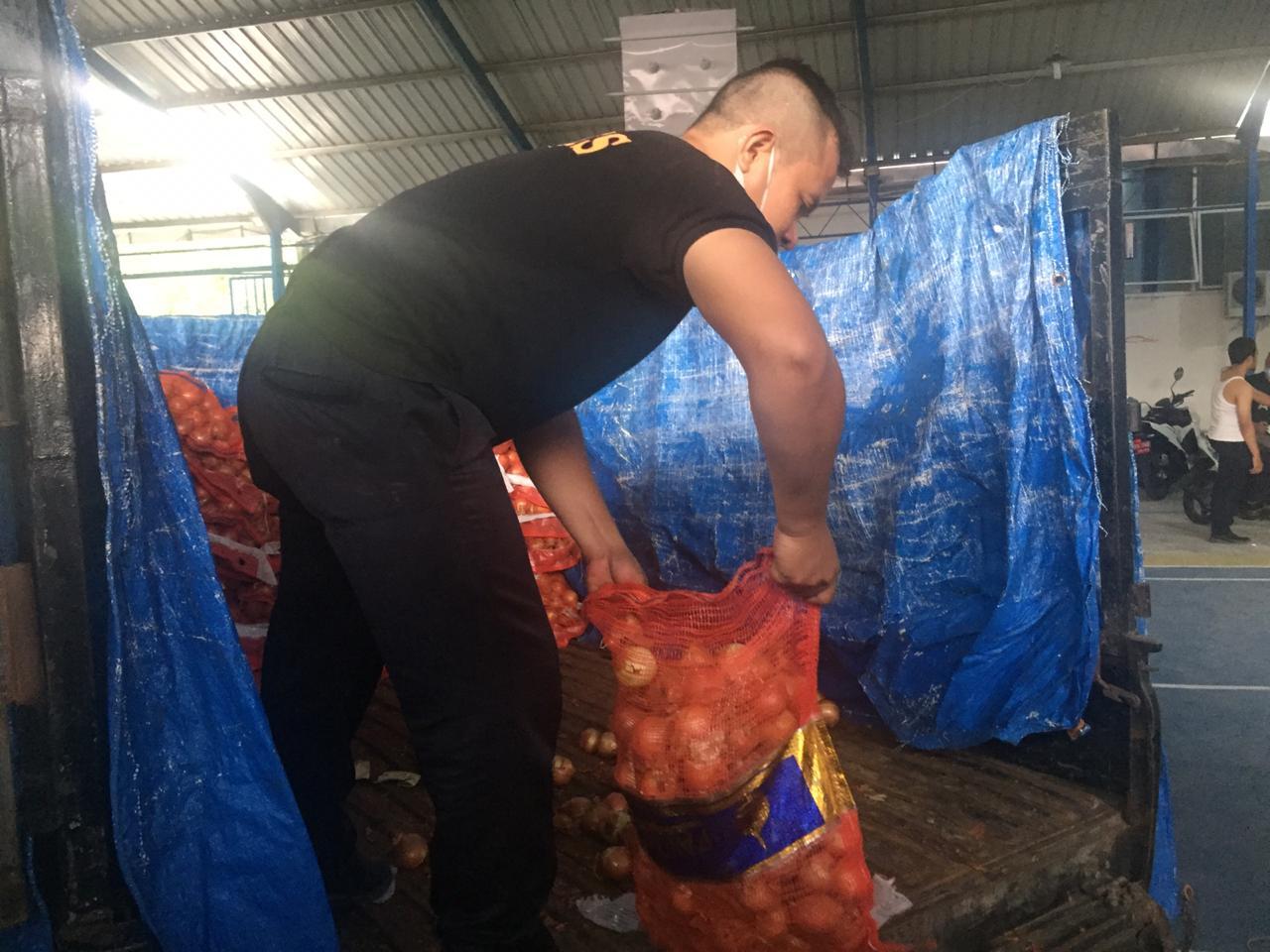 Bea Cukai Tangkap Kapal dan Truk Pengangkut Bawang Merah Ilegal di Seruway