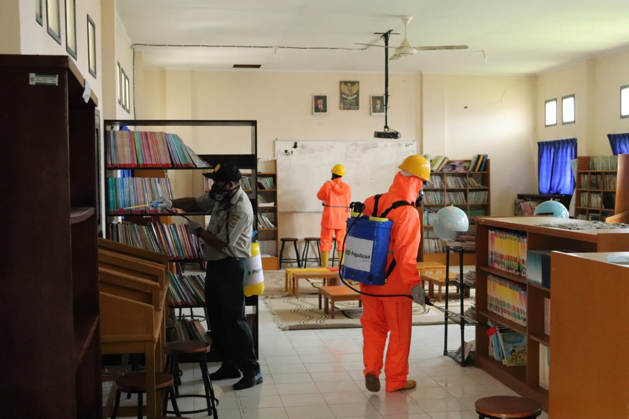 Antisipasi Covid-19, SD Negeri 1 Banda Aceh Disemprot Disinfektan