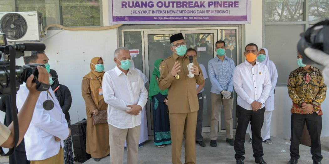 Plt Gubernur Aceh Resmikan Ruang Outbreak Pinere di RSUDZA