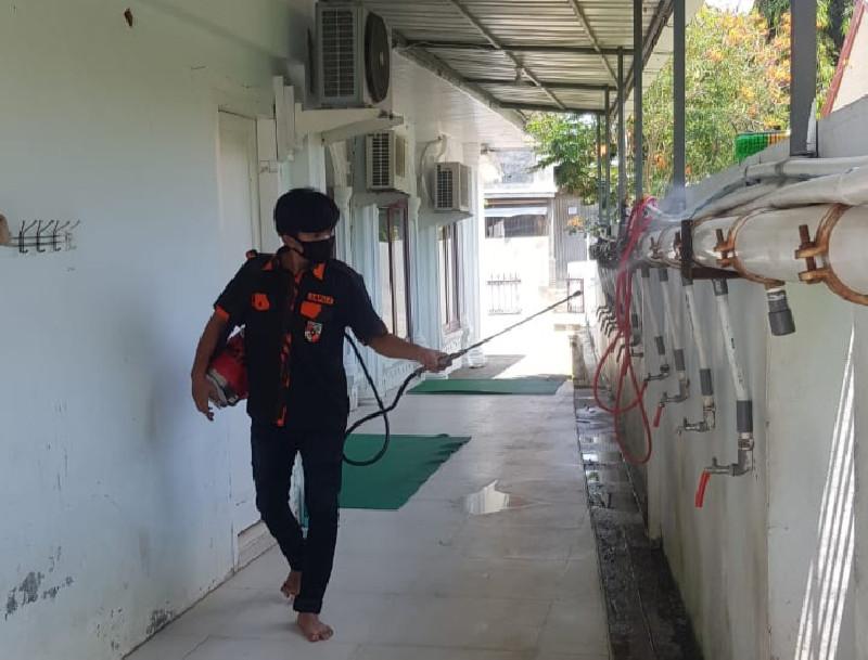 SAPMA PP Semprot Disinfektan Sejumlah Meunasah di Aceh Besar dan Banda Aceh