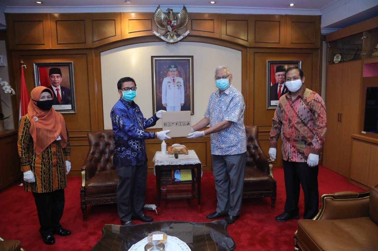 Mendagri Serahkan Bantuan dari Lembaga Kemanusiaan Singapura Kepada Indonesia