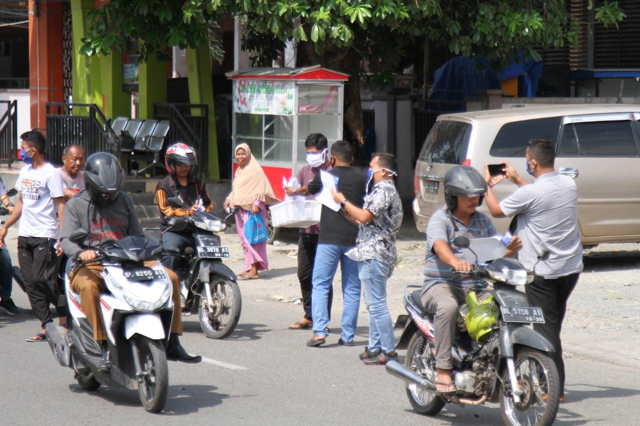 Relawan Dek Gam Bagikan 1000 Masker