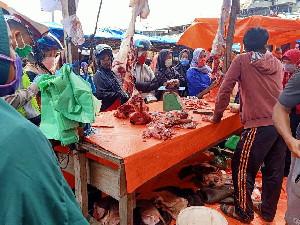 Meugang Dalam Corona, Pasar Tetap Dibanjiri manusia