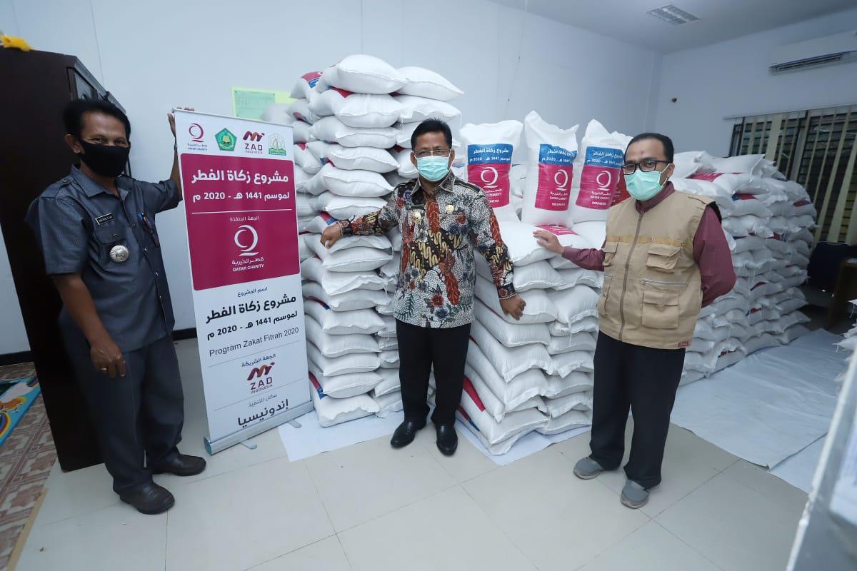 Walikota Banda Aceh Serahkan Bantuan Qatar Charity Kepada Warga Lueng Bata