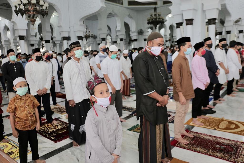Jamaah Salat Ied di Masjid Baiturrahman Patuhi Protokol Kesehatan