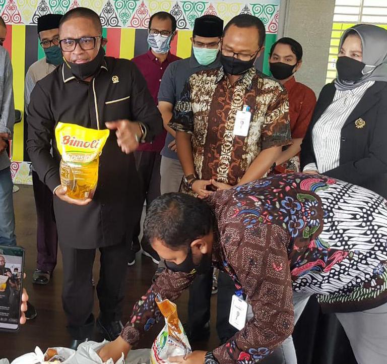 Rafli Salurkan 5000 Paket Sembako untuk Anak Yatim di Aceh