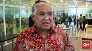 Din Syamsuddin: Salat Berjamaah Dilarang, Tapi Orang Menumpuk di Bandara