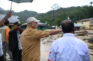 Bupati Aceh Tengah Nyaris Terkepung Banjir Bandang