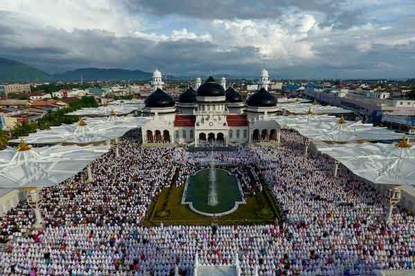 Idul Fitri Jatuh Pada Hari Minggu, Ini Daftar Khatib dan Imam Salat di Masjid Seluruh Aceh