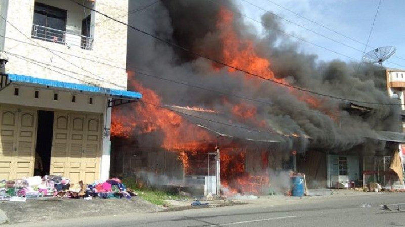 BREAKING NEWS - Sejumlah Toko di Blangpidie Dilalap Si Jago Merah