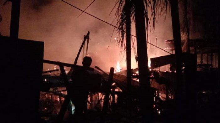 Diduga Disambar Petir, Lima Unit Rumah Terbakar di Aceh Utara