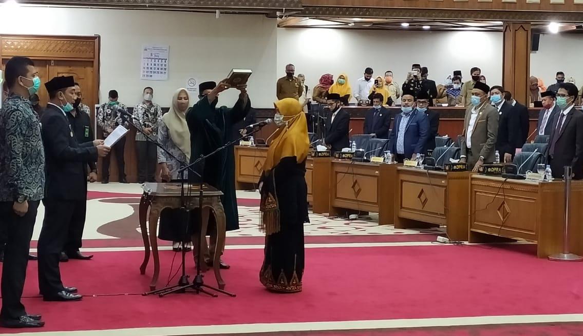 Gantikan Suryani, Nova Zahara Resmi Dilantik Jadi Anggota DPRA