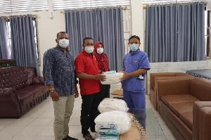 PDI-P Abdya Serahkan APD untuk RS Teungku Pekan dan Posko Covid-19