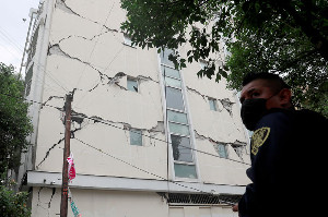 Meksiko Diguncang Gempa 7,4 SR, Warga Waspada Gempa Susulan