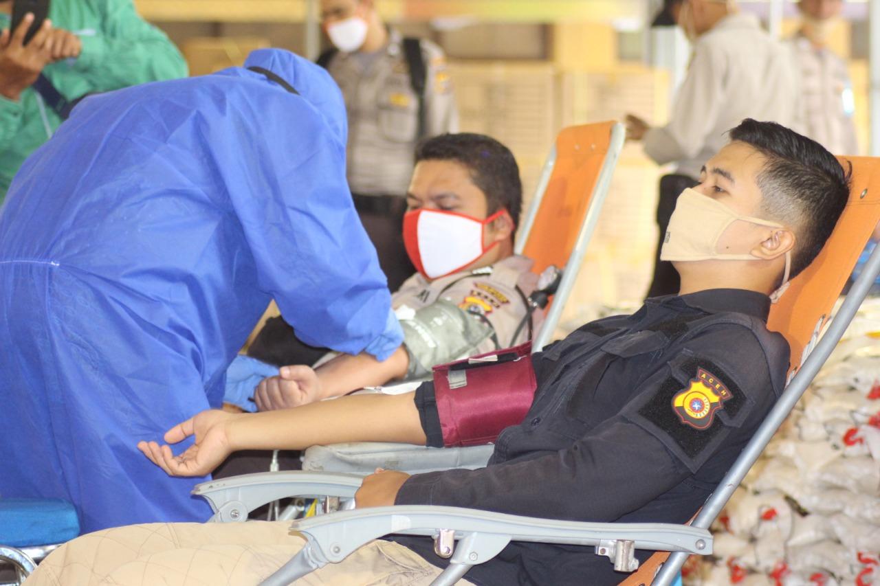 Stok Darah Menipis Saat Corona, Ratusan Polisi Donor Darah ke PMI Banda Aceh