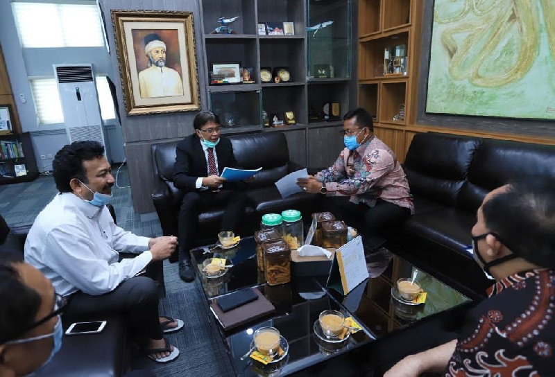 Rektor Unsyiah Apresiasi dan Dukung Usaha Aminullah Basmi Rentenir