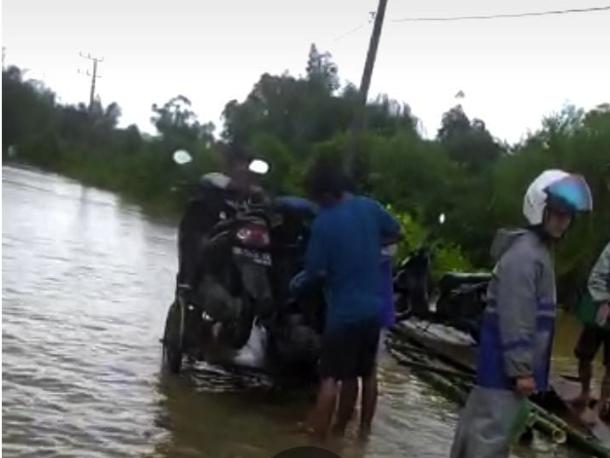 Banjir di Simeulue, Warga Hendak ke Kota Harus Bayar Rp30 Ribu