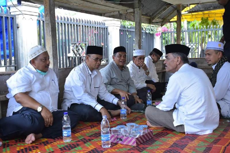Bupati Bireuen Takziah Ke Rumah Almarhumah Ibunda Bupati Aceh Utara