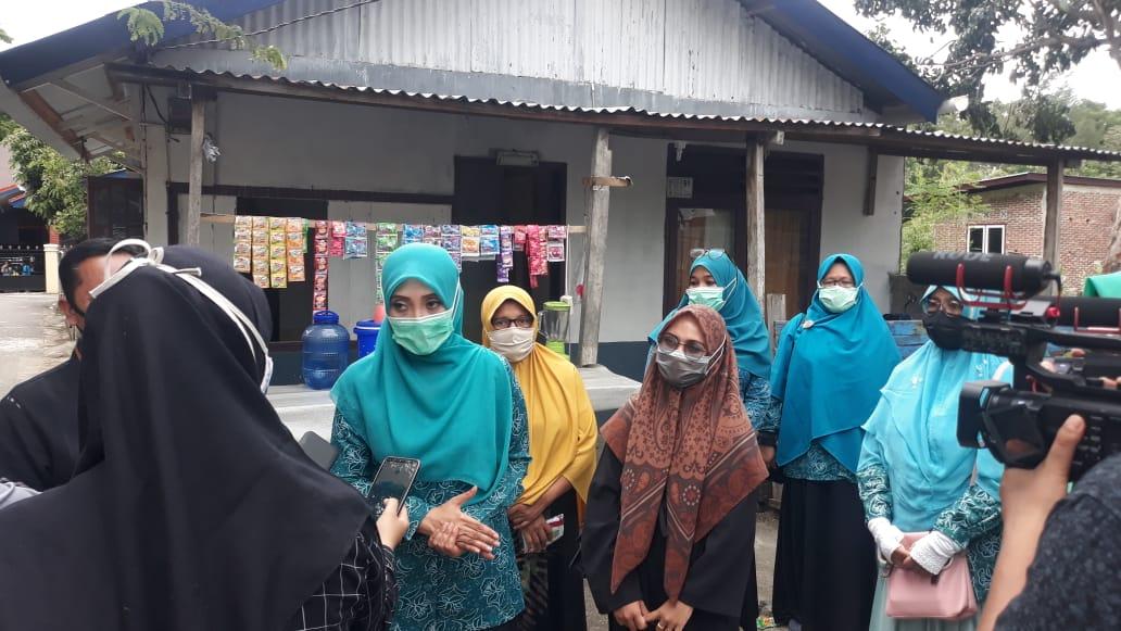 Ibu Dyah Gebrak Masker di Gampong Pande Disambut Hangat