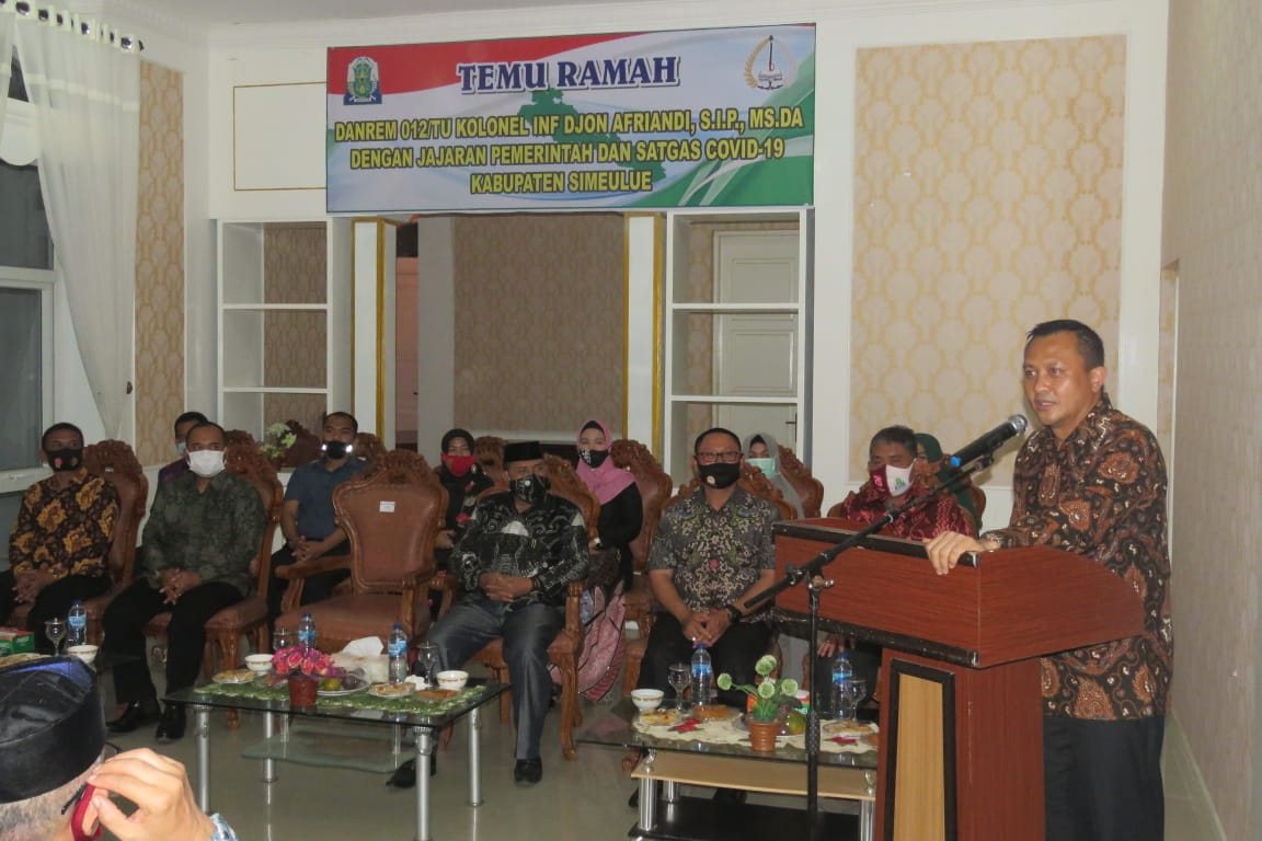 Peusijuk Danrem 012/TU Sekaligus Penyerahan Modal Usaha Bagi Nelayan di Simeulue