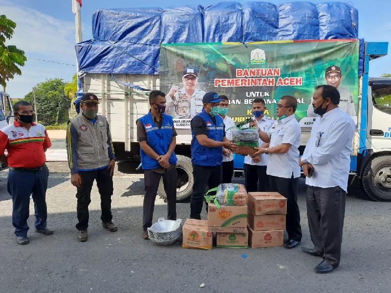 Dinsos Aceh Salurkan Bantuan Masa Panik untuk Korban Kebakaran Sultan Daulat