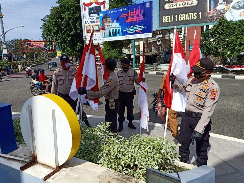 Forkopimcam Kuta Alam Kibarkan 102 Lembar Bendera Merah Putih di Pusat Kota Banda Aceh