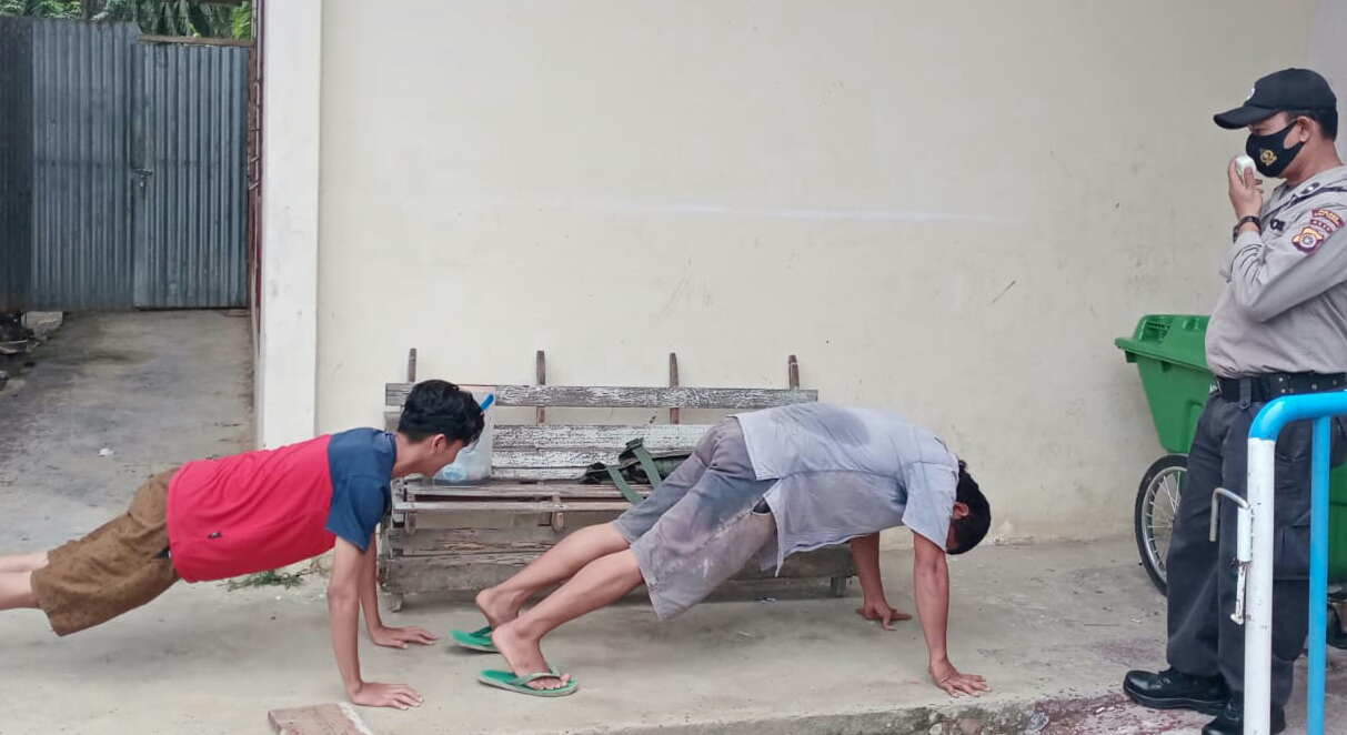Di Aceh Tamiang Masuk Pos Perbatasan Tak Gunakan Masker Disuruh Push Up