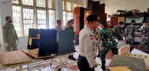 Gabungan TNI Polri, Satpol PP dan Damkar Bersihkan Kamar untuk Pasien Covid-19 di RSUDZA