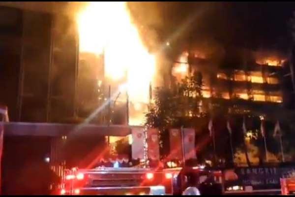 Gedung Kejaksaan Agung Terbakar Hebat, Api dengan Cepat Menyebar