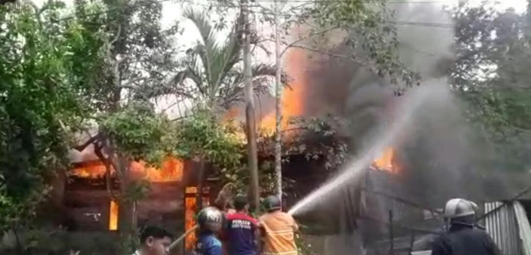 Diduga Konsleting Listrik, Satu Unit Rumah di Aceh Tamiang Terbakar