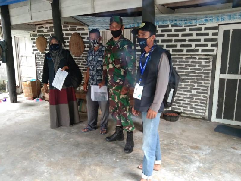Petugas Sensus Data Penduduk Dikawal TNI