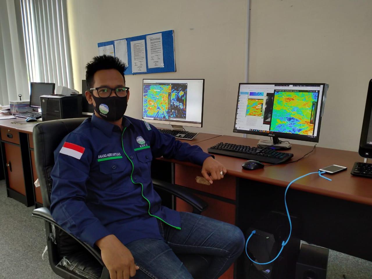 Besok Ketinggian Gelombang di Barat Selatan dan Samudera Hindia Mencapai 2 hingga 3 meter