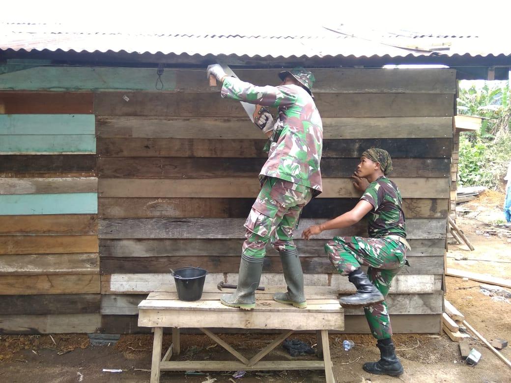 Rumah Janda Miskin di Pantan Musara Disulap Pasukan Berbaju Loreng