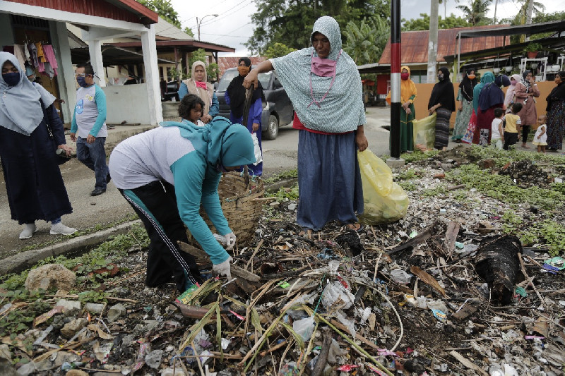 Peringati World Clean Up Day, DLHK3 Banda Aceh Ajak Warga Pilah Sampah
