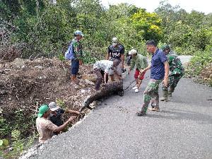 Koramil 01/Seulimeum Melalui Babinsa Lakukan Aksi Gotong-Royong