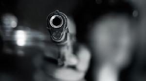 Seorang Polisi di Inggris saat  Menahan  Tersangka Tewas Ditembak