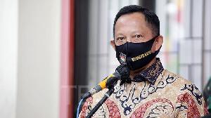 Mendagri Usul Masker dan APD Diwajibkan Jadi Alat Peraga Kampanye