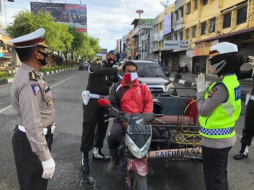 Dalam Setengah Jam 1000 Masker Habis Dibagi Ditlantas