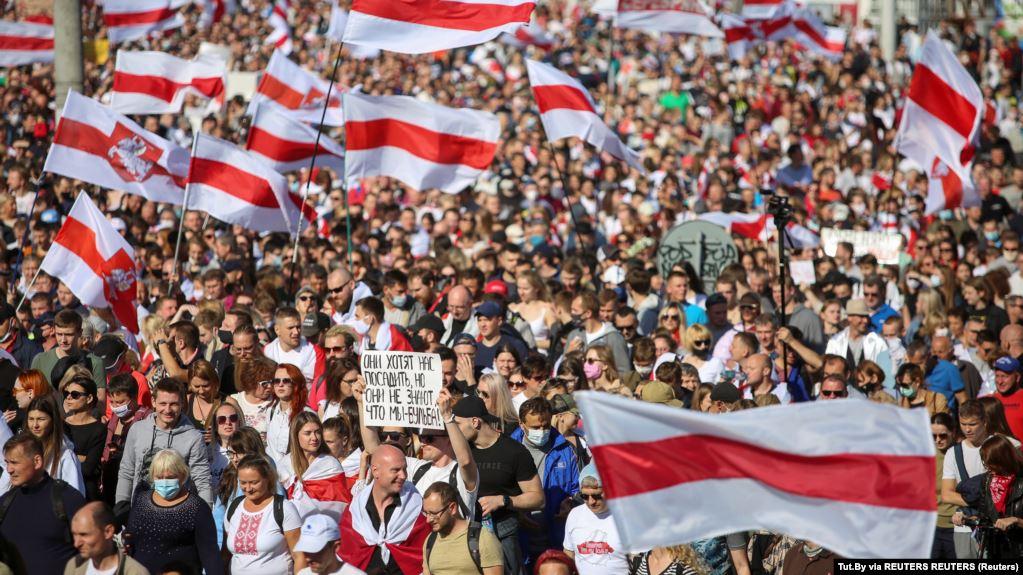 Puluhan Ribu Warga Belarusia Kembali Turun ke Jalan