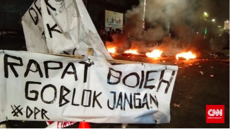 Demo Mahasiswa Makasar Ricuh Menolak  UU Cipta Kerja