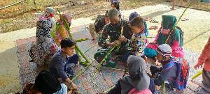Senjata Dari Pelepah Pisang Disela TMMD  Aceh Tengah