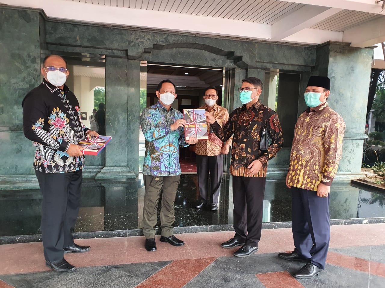 Bahas Covid-19 dan Kampus IPDN, Bupati Aceh Besar Dampingi Nasir Djamil Temui Mendagri