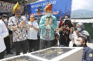 Gubernur Nova Resmikan Masjid Bantuan Masyarakat Aceh di Palu