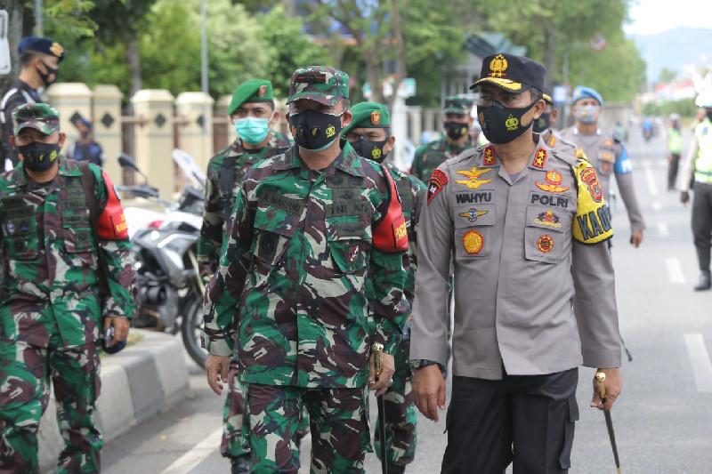 Pangdam IM Bersama Kapolda Aceh Tinjau Operasi Yustisi Penegakan Prokes