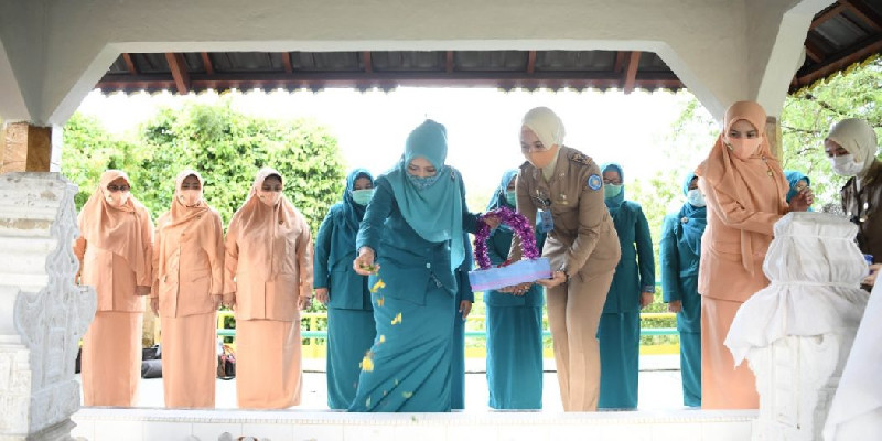 Peringati Hari Ibu, Ketua PKK Aceh Berziarah ke Makam Laksamana Keumala Hayati