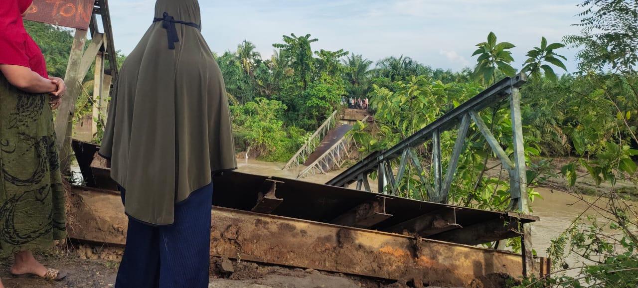 Jembatan Gantung di Aceh Utara Ambruk Akibat Dihantam Banjir