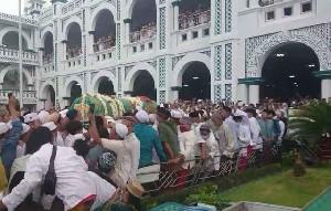 Habib Hasan Assegaf Meninggal Dunia, Ribuan Pelayat Antarkan ke Pemakaman